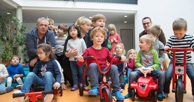 Spendenübergebe an Dresdner Kitakinder