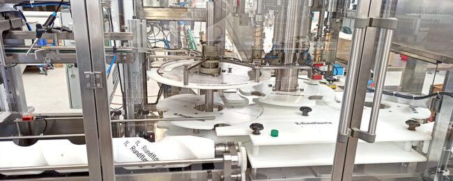 Einblick in das Innere einer Abfüllmaschine für Reinigungsmittel
