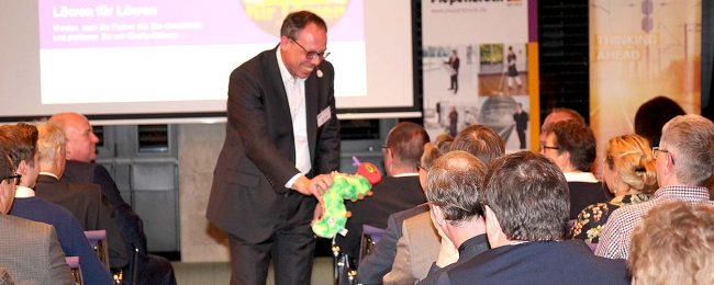 Von der Raupe zum Schmetterling: Prof. Dr. Axel Koch verdeutlichte erfolgreiche Change-Prozesse. (Bild: Piepenbrock)