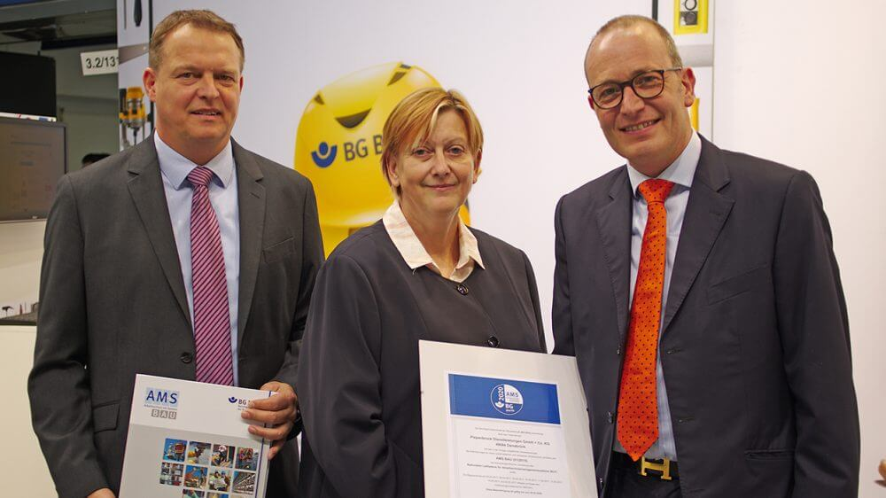 Offizielle Übergabe des AMS BAU-Zertifikats im September 2017 auf der CMS in Berlin.