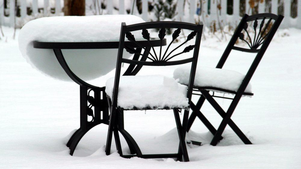 Beim Entwintern von Gartenmöbeln müssen einige Tipps beachtet werden. (Bild: Madeleine Openshaw - stock.adobe.com)