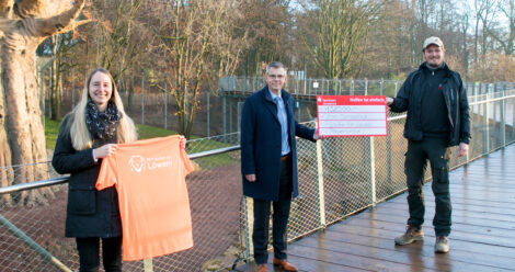 Piepenbrock spendet 1320 Euro an den Zoo Osnabrück.